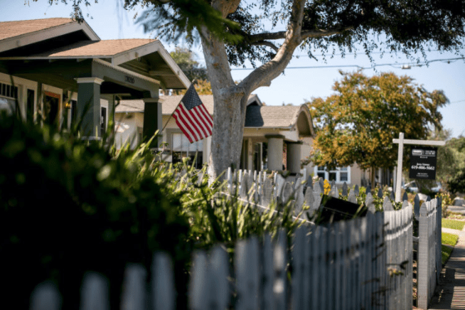 76 all-cash offers on one home. The housing madness shows no signs of slowing > CNN Business